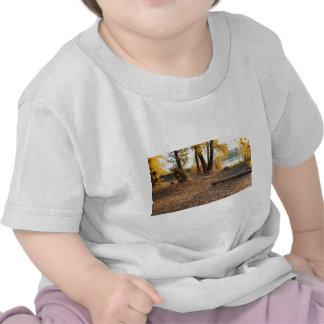 Otoño por el río camiseta