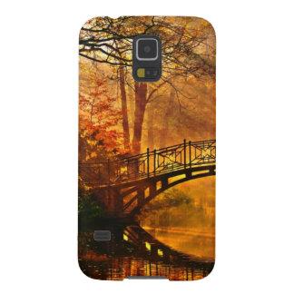 Otoño - puente viejo en parque brumoso del otoño fundas para galaxy s5