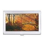 Otoño - puente viejo en parque brumoso del otoño cajas de tarjetas de presentación