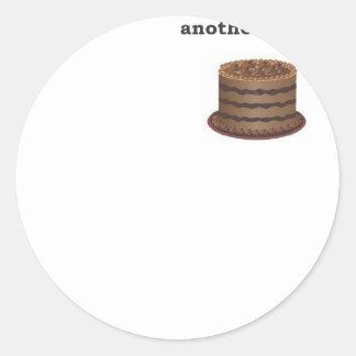 Otra noche otra torta de chocolate del placer pegatina redonda