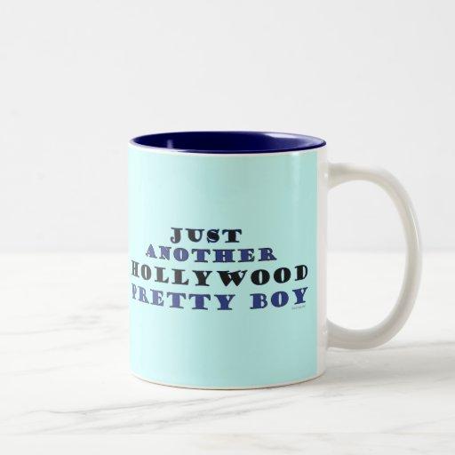 Otra taza bonita del muchacho de Hollywood