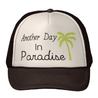 Otro día en el paraíso - cita gorros bordados