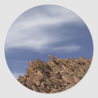 Outcropping de la roca en el desierto de Anza Borr Etiqueta Redonda