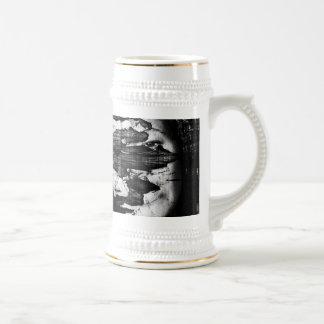 outside goes in 18 oz beer stein