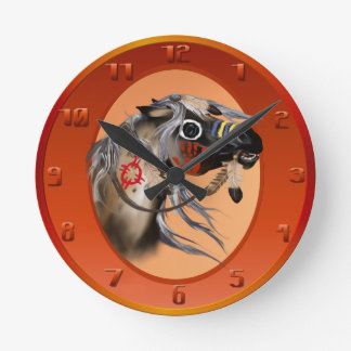Óvalo del caballo de guerra reloj redondo mediano