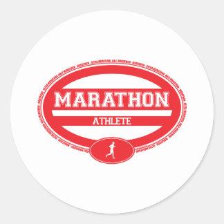 Óvalo del maratón para los atletas y los espectado etiqueta