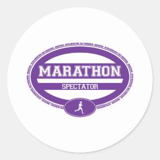 Óvalo del maratón para los atletas y los espectado pegatina