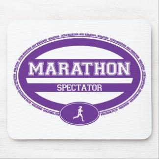 Óvalo del maratón para los atletas y los espectado tapetes de ratón
