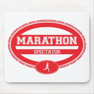 Óvalo del maratón para los atletas y los espectado alfombrillas de raton