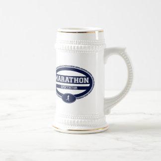 Óvalo del maratón para los atletas y los espectado jarra de cerveza