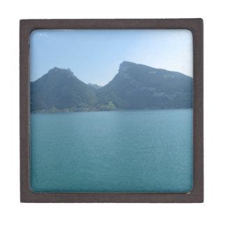 Óvalo natural entre las colinas, lago Thun, Suiza Cajas De Recuerdo De Calidad