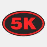 óvalo rojo y negro del corredor 5K Pegatina Ovalada