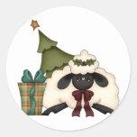 ovejas adorables del tiempo del navidad etiqueta redonda