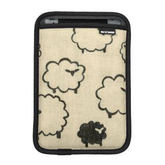 Ovejas blancas y negras en el fondo poner crema funda iPad mini