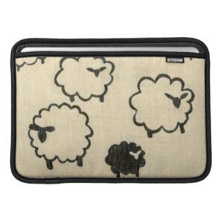Ovejas blancas y negras en el fondo poner crema fundas macbook air