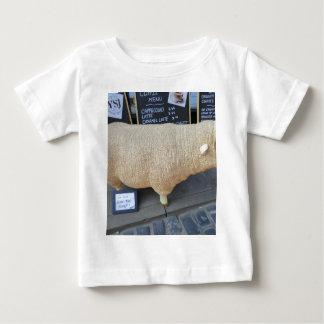 Ovejas de la calle camisetas