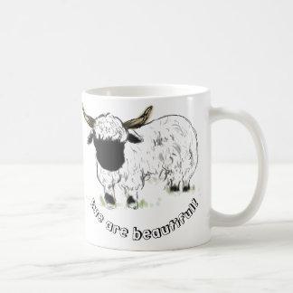 ¡Ovejas de Valais Blacknose - la oveja es hermosa! Taza Básica Blanca