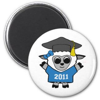 Ovejas del chica graduado azul y del blanco 2011 imán redondo 5 cm