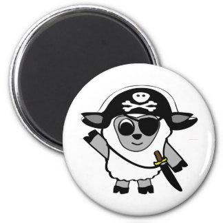 Ovejas del muchacho en traje del pirata imán redondo 5 cm