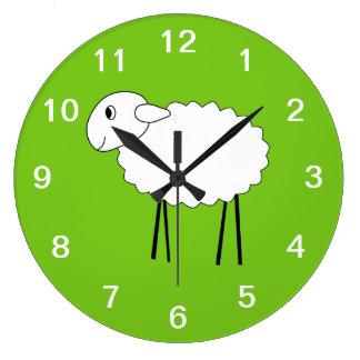 Ovejas en fondo verde reloj redondo grande