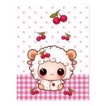 Ovejas lindas del bebé con las cerezas del kawaii tarjeta postal