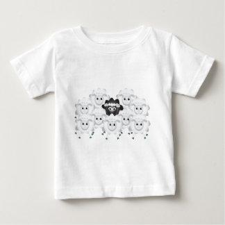 Ovejas negras lindas de la familia t-shirt