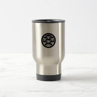Overlapping waves in circle travel mug