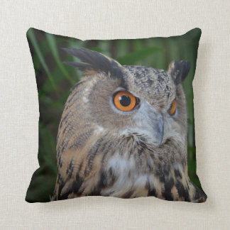 owl turning to the right head view pillow