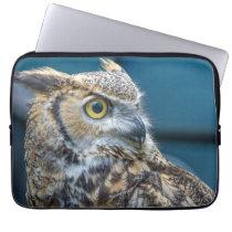 Owl up close laptop sleeve