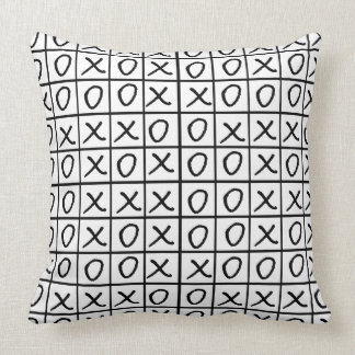 Oxo Game - Noughts and Crosses Throw Pillow