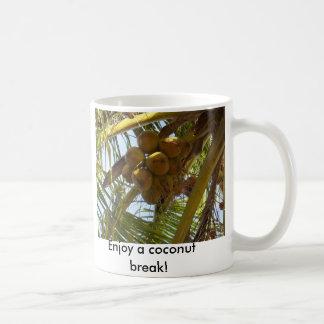 ¡P3190843, disfrutan de una rotura del coco! Taza Clásica
