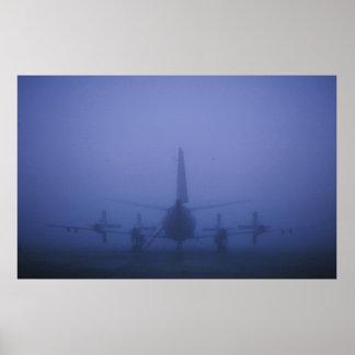 P-3 en el banco de niebla póster