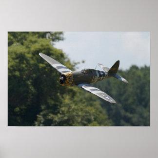 """P-47 """"jarro"""" ruge cerca en Warbirds sobre Delaware Poster"""