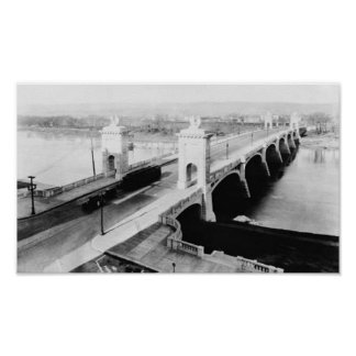 PA de la Wilkes-Barra del puente del St del merca