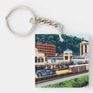 PA de Pittsburgh - Tren que va por el cuadrado de Llavero Cuadrado Acrílico A Doble Cara