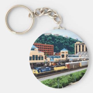 PA de Pittsburgh - Tren que va por el cuadrado de Llavero Redondo Tipo Pin