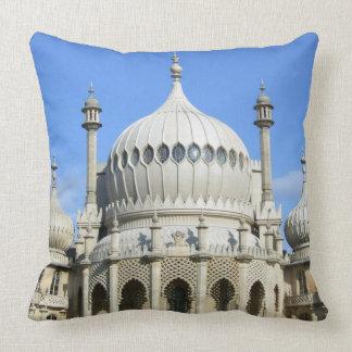 Pabellón real, Brighton, Sussex, Inglaterra Cojín Decorativo