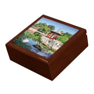 Pabellón rojo caja de joyas