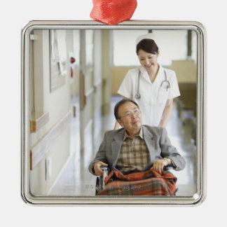 Paciente y enfermera adornos