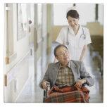 Paciente y enfermera azulejo cuadrado grande
