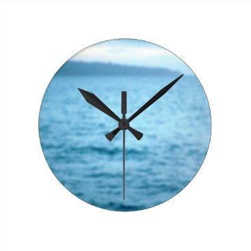 pacific pelican round clock