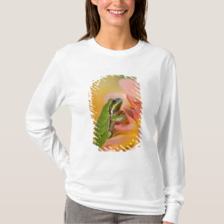 Pacific tree frog on flowers in our garden, 2 T-Shirt