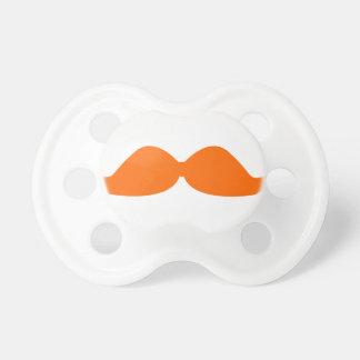 Pacificador anaranjado del bigote chupete de bebé