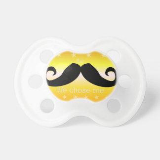 Pacificador del bigote para el bebé (de oro) chupetes