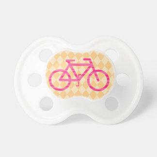Pacificador rosado y anaranjado de la bicicleta chupete de bebe