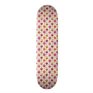 padrão com corações skateboard deck