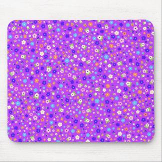 padrão de flores pequenas em fundo roxo mouse pad