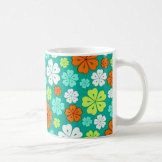 padrão flores forma de trevo coffee mug