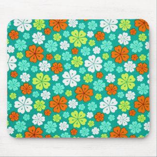 padrão flores forma de trevo mouse pad