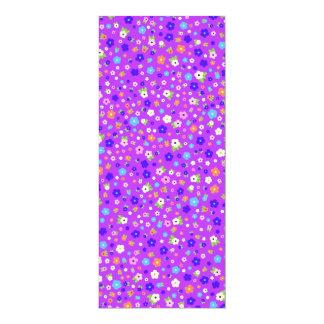 padrão flores pequenas em fundo roxo card